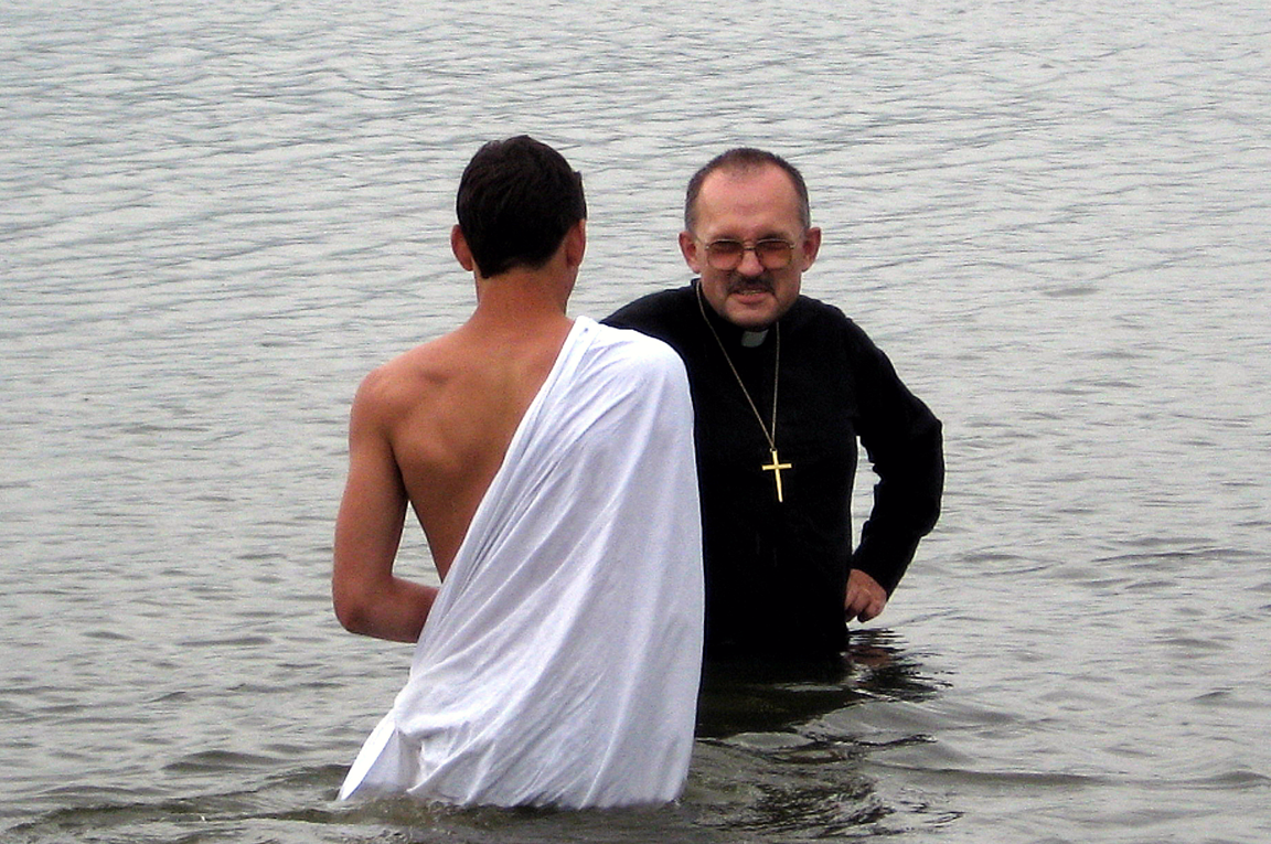 Rev. Igor Volovodov, pastor of Peter and Paul United Methodist Church in Vovonezh, Russia, baptizes a parishioner. 2008 file photo by Jan Snider, United Methodist Communications.