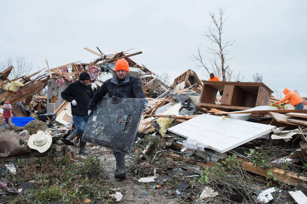 Recuperación de tornados en texas. Foto por Cooper Neill para The New York Times.