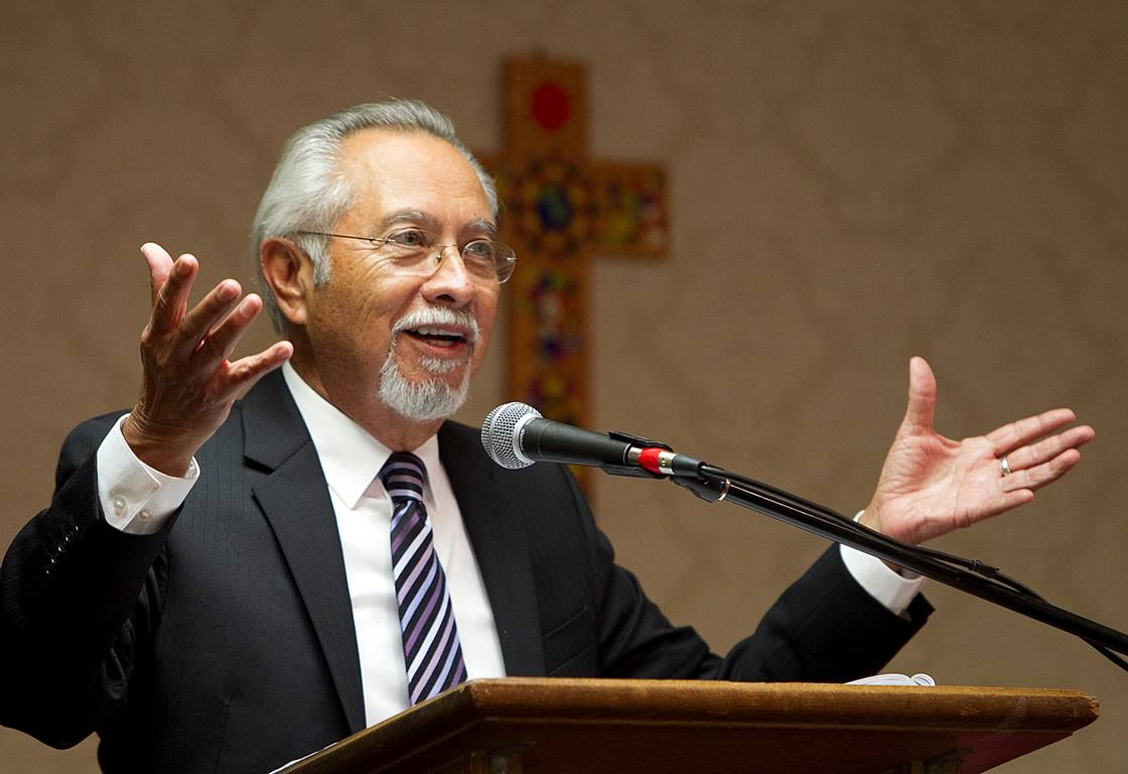 Obispo Elías Galvan.