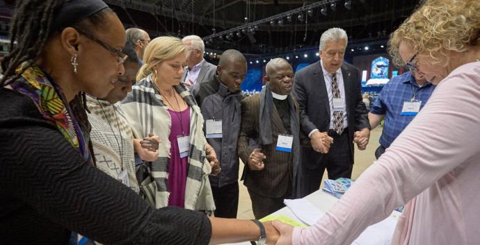 Los metodistas unidos tienen preguntas sobre lo que significan las decisiones de nuestra reunión legislativa global para nuestras congregaciones. Esto es lo que sabemos. Foto por Paul Jefrey.