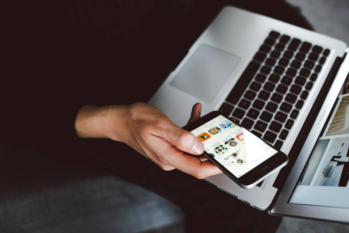 Time to work. Photo by Lily Rum,  Unsplash. com.