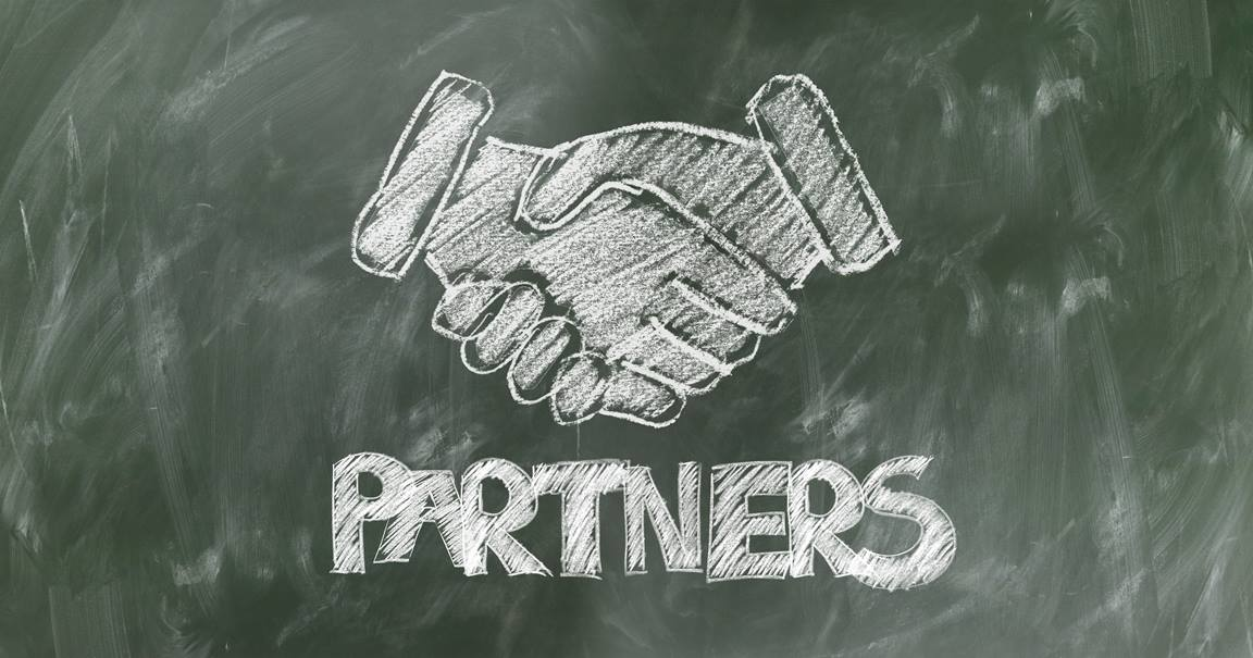 Partners shaking hands.Chalkboard drawing. Image by Gerd Altmann, Pixabay.