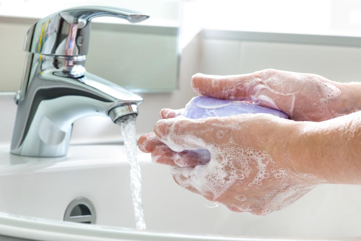 El CDC recomiendan acciones preventivas diarias para ayudar a evitar la propagación de las enfermedades respiratorias.