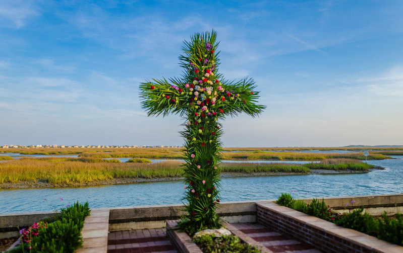 """Members of Belin United Methodist Church in Murrells Inlet, S.C., created a """"live"""" cross for their Easter sunrise service in 2017. Photo courtesy Austin Bond Photography"""