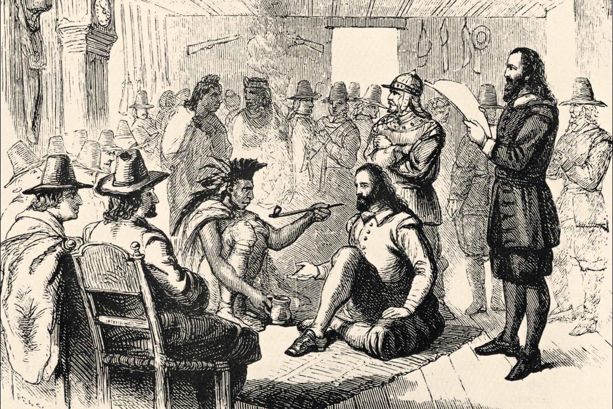 El líder de Wampanoag, Ousamequin (izquierda) y el gobernador de la colonia de Plymouth, John Carver, están representados fumando una pipa de la paz mientras elaboraban un tratado de paz y protección mutua el 22 de marzo de 1621. La tradición del Día de Acción de Gracias de EE. UU. ha mitificado la relación entre los Wampanoag y los/as colonos ingleses/as, pero las realidades más duras brindan lecciones vitales para los/as metodistas unidos/as de hoy. Imagen de la Biblioteca Estatal Sutro de California. Imagen cortesía de Wikimedia Commons.
