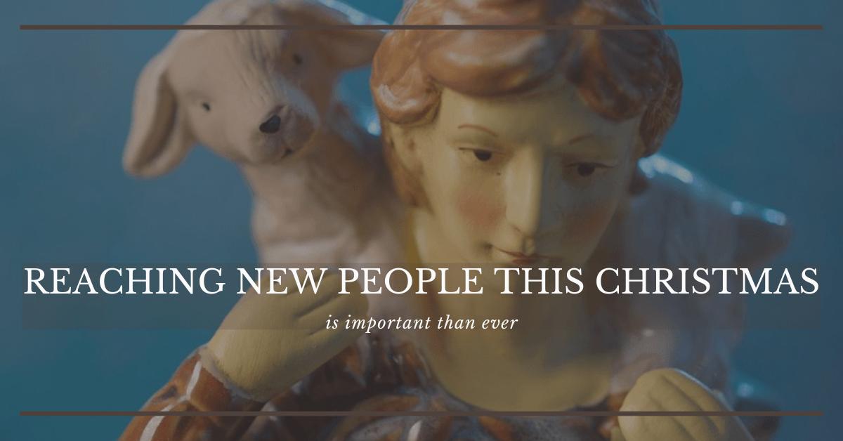 아기 예수를 찾아 가는는 동안 양을 안고 있는 목자의 모습. 사진, 교회 리더십을 위한 루이스 센터 제공. 사진 편집, 연합감리교회 공보부