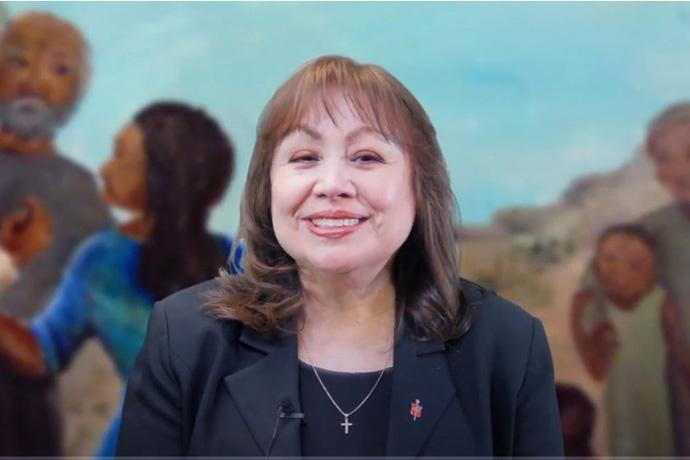 La Obispa Minerva G. Carcaño comparte reflexiones personales sobre mujeres notables en la Biblia y su vida durante un mensaje en video para el Mes de la Historia de la Mujer. Captura de pantalla cortesía de la Conferencia Anual de California-Nevada.