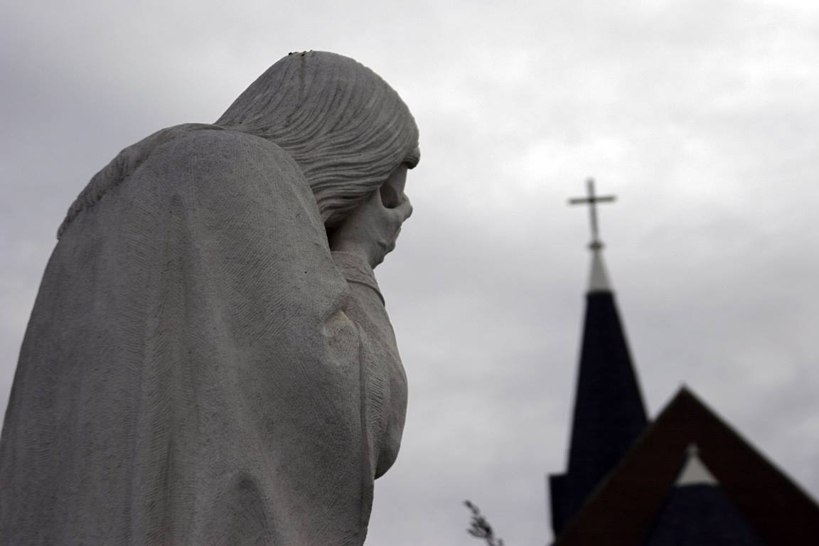 """A statue of """"Weeping Jesus"""" is found near the memorial site in Oklahoma City where 168 perished in the 1995 terrorist bombing. Photo by Ronny Perry, UMNS"""