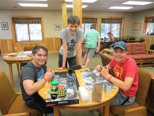 6월 파크 래피즈라는 도시의 노던 파인즈 캠프(Northern Pines Camp)에서 열린 게이머 캠프(Games Galoreand More) 참가자들. 미네소타 연회 사진 제공.
