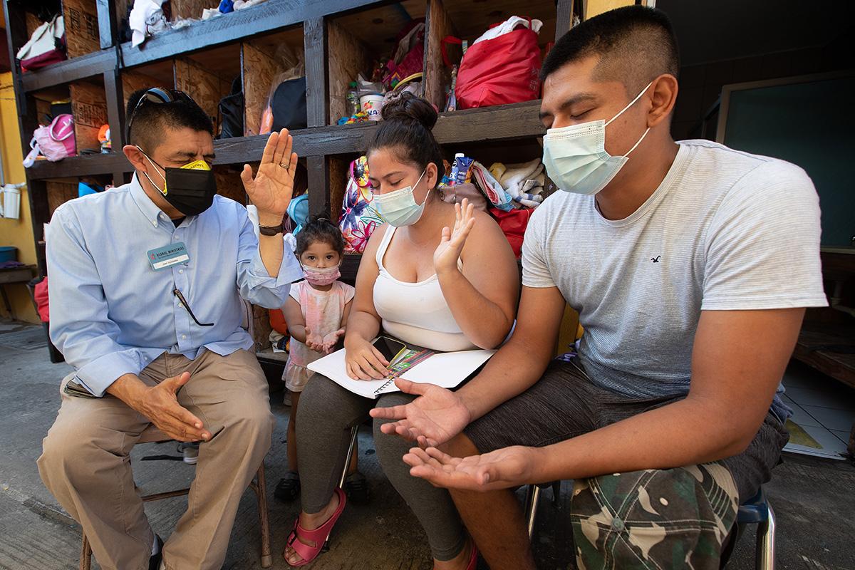 연합감리교뉴스는 2021년 9월 연합감리교회와 멕시코 감리교회 지도자들과 함께 국경지대에 증가하는 여러 난민 보호소를 방문했다. 사진은 연합감리교뉴스의 사진기자인 마이크 두보스가 촬영한 것이다.